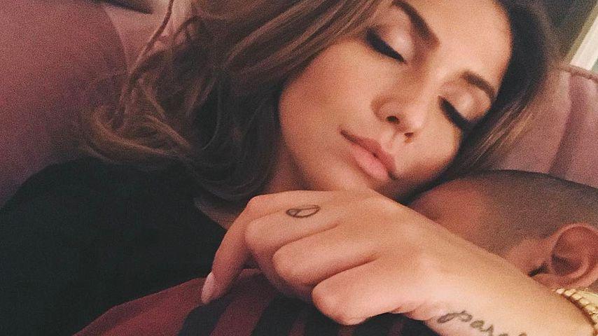 1. Liebes-Pic: Novalanalove kuschelt mit ihrem Freund