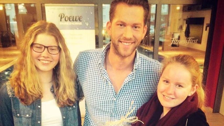 Süß: Bachelor-Oli verteilt Rose an Geburtstagskind
