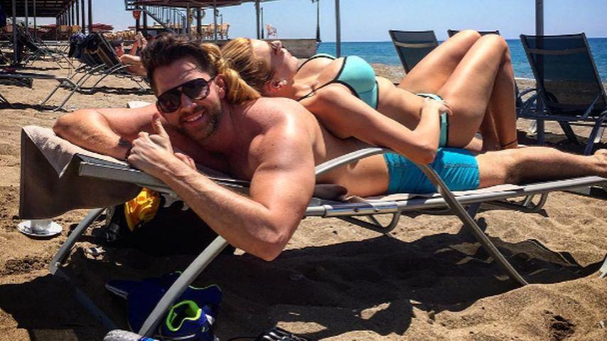 Sexy Doppeldecker: Oliver Sanne ist Viviens Strand-Matratze