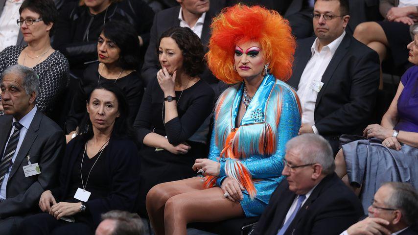 Olivia Jones bei der Wahl des Präsidenten des Deutschen Bundestages, 2017