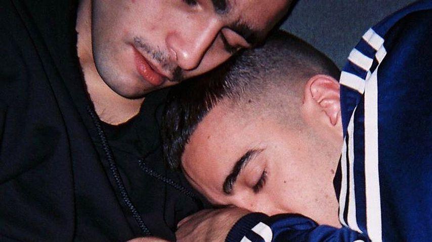 Omar Ayuso (links) und Alonso Diaz kuscheln