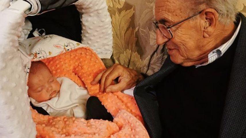 Opa von Danielle Jonas mit ihrer Tochter Valentina