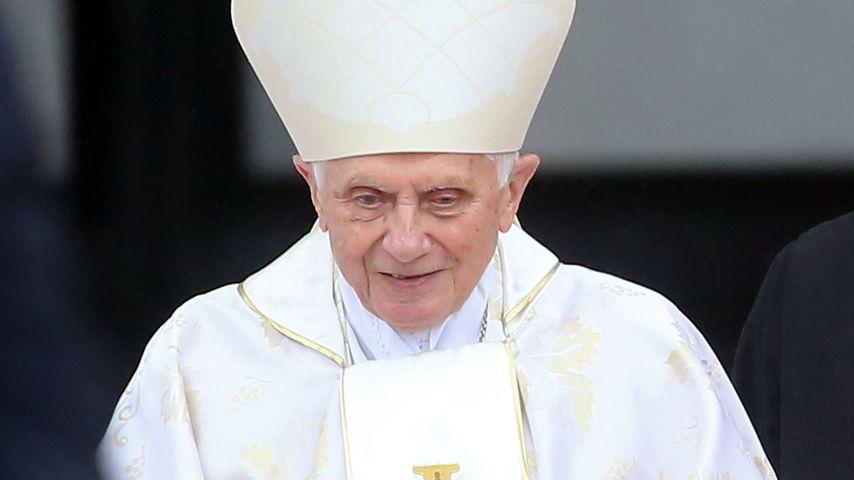 Papst Benedikt Rollator