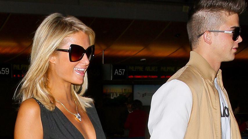 Reise-Outfit: Paris Hiltons knapper Travel-Look