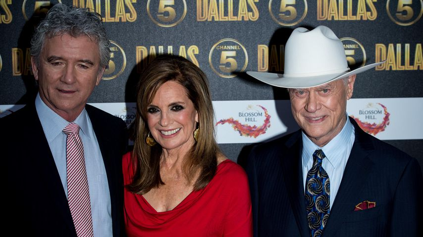 Patrick Duffy, Linda Gray und Larry Hagman auf einer Launch Party in London