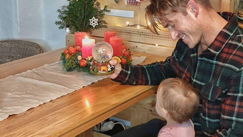 Patrick Fabian mit seiner Tochter, November 2020