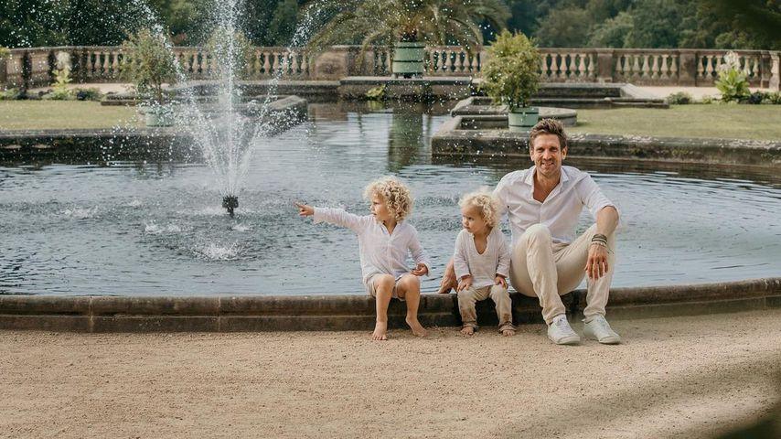 Peer Kusmagk mit seinen Kindern Emil-Ocean und Yoko
