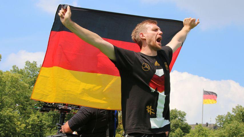 2 Wochen Weltmeister: So geht es Mertesacker jetzt