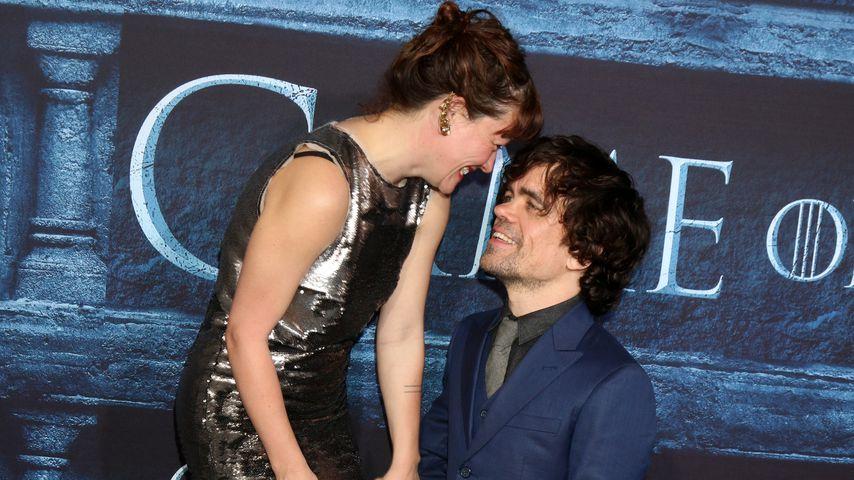 """Erica Schmidt und Peter Dinklage bei der """"Game of Thrones""""-Premiere von Staffel sechs"""