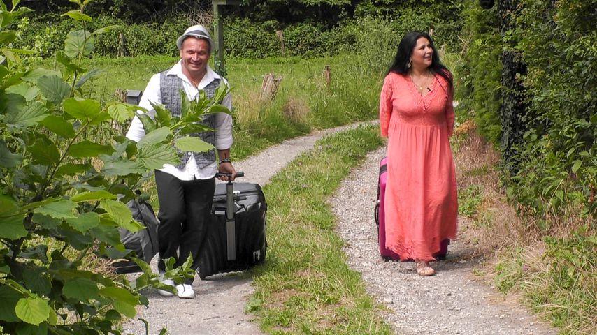 """Peter und Iris Klein beim Einzug in """"Das Sommerhaus der Stars"""""""