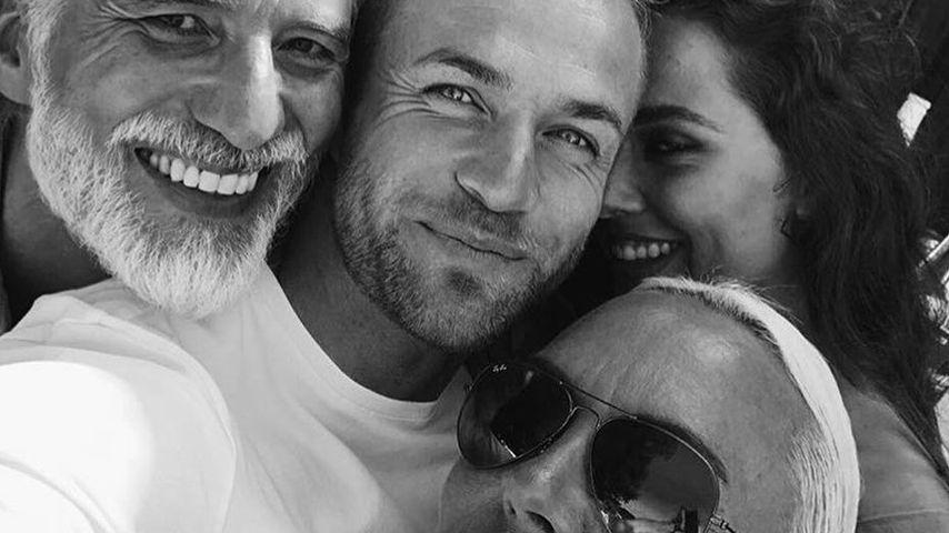 """Philipp Stehler und Natascha Ochsenknecht mit dem Cast von """"Ibiza Diary"""""""