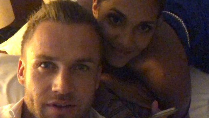Erste Videos aus dem Bett: BiP-Philipp Stehler & Pam feiern!
