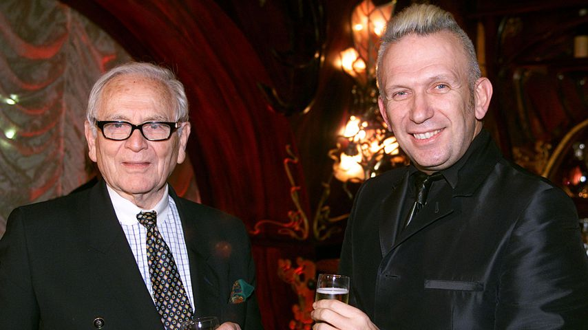 Pierre Cardin und Jean Paul Gaultier 2001 in Paris