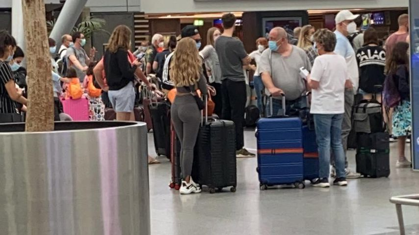 Pietro Lombardi und Laura Maria Rypa am Düsseldorfer Flughafen am 21. Juni