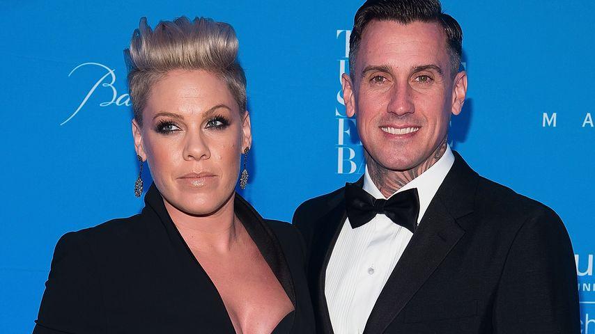 Bett-Flaute: Pinks Ehemann Carey verschläft ehelichen Sex
