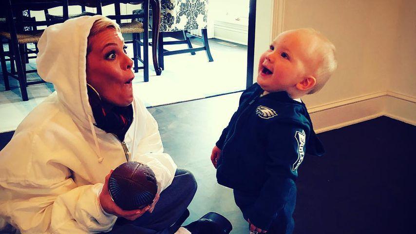 Pink und Sohn Jameson Moon vor dem Super Bowl