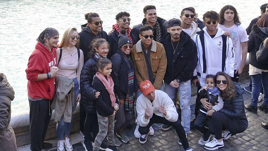 Prince (l.) und Blanket (r.) Jackson mit Freunden in Rom