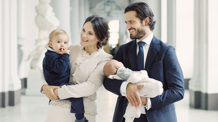 1. Familienfotos! Carl Philip & Sofia zeigen Prinz Gabriel