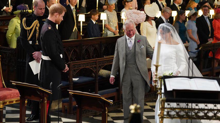 Würdige Vertretung: Prinz Charles führt Meghan zum Altar