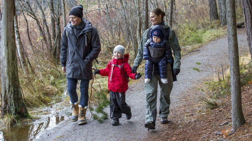 Prinz Daniel, Prinzessin Estelle, Prinzessin Victoria und Prinz Oscar im Tyresta Nationalpark