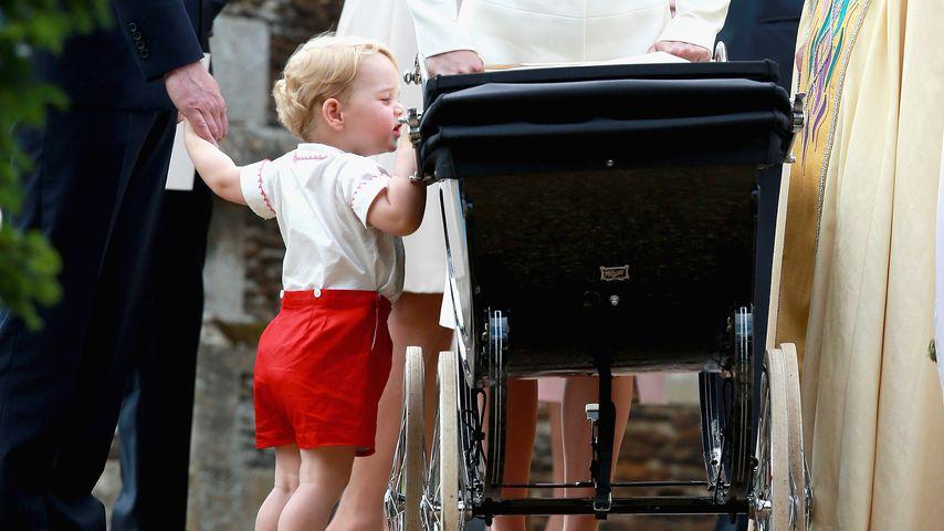 Prinz George und seine Schwester Prinzessin Charlotte im Kinderwagen