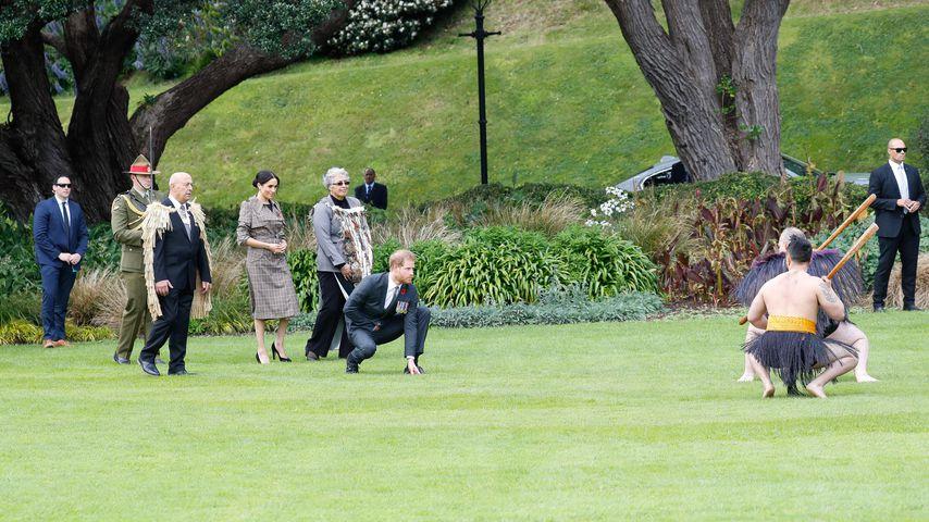 Prinz Harry bei einem Haka-Tanz in Neuseeland