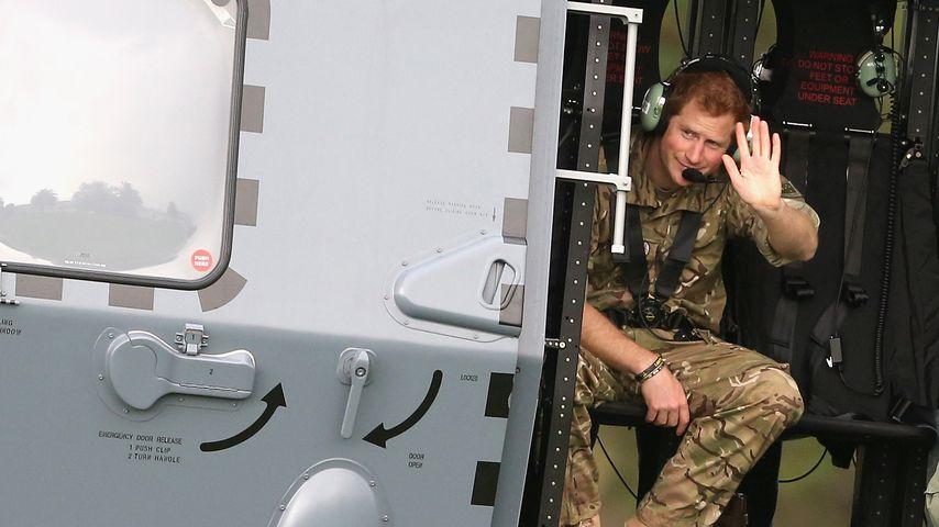 Stolz auf Fluglizenz: Prinz Harry tritt Helikopter-Club bei