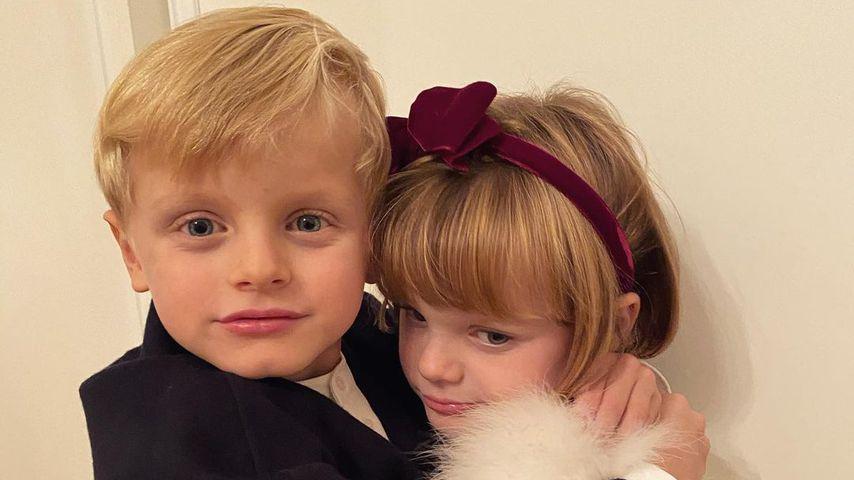 Wie süß! Monaco-Twins posieren in eleganter Abend-Garderobe