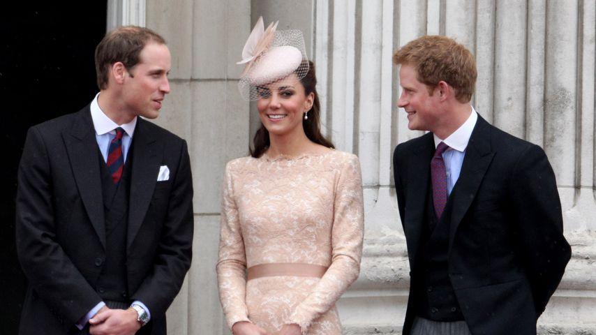 Prinz William, Herzogin Kate und Prinz Harry im Juni 2012