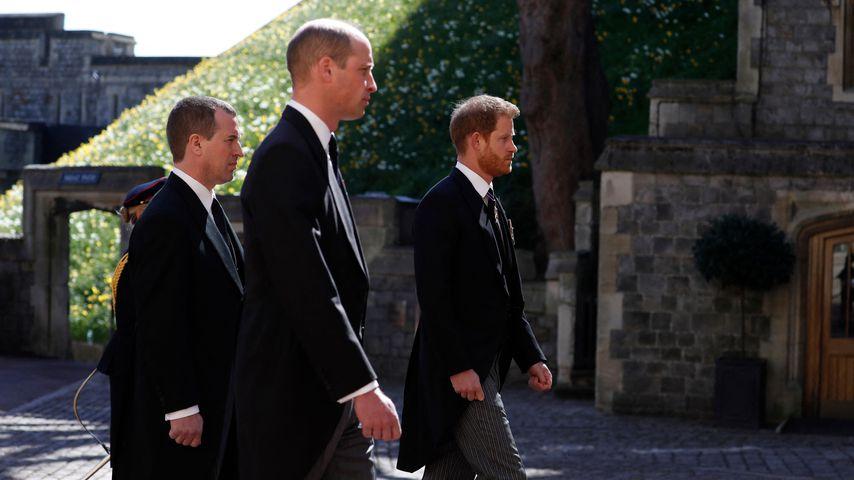Prinz William, Peter Phillips und Prinz Harry im Trauerzug von Prinz Philip, April 2021