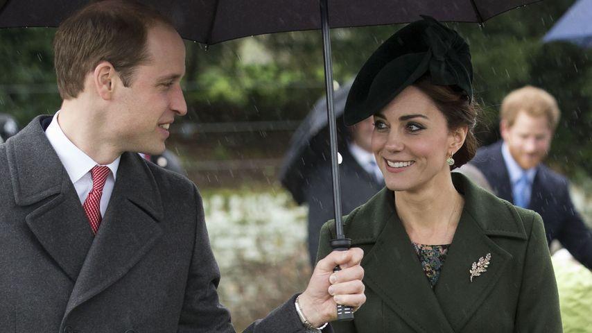 Herzogin Kate & William: Verliebte Blicke unterm Regenschirm
