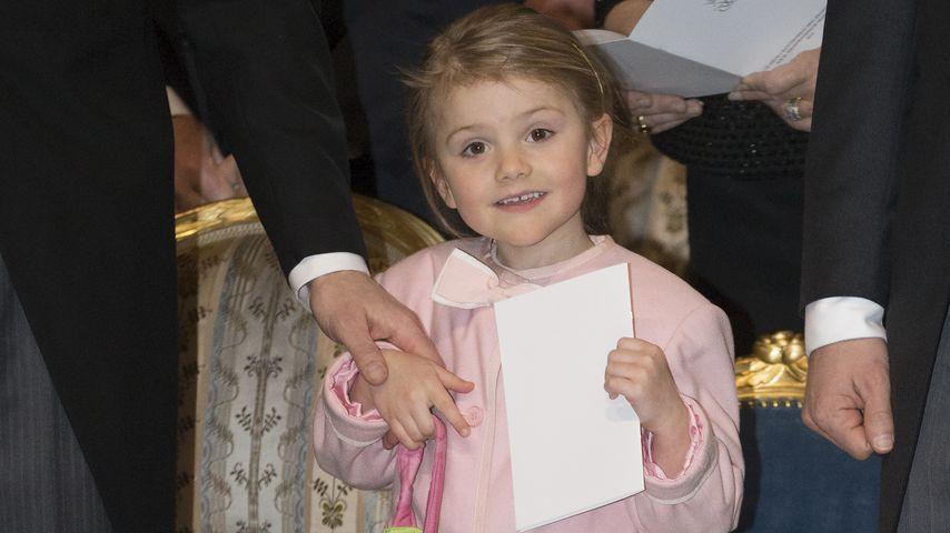 Estelle empört: Brüderchen Oscar verschläft ihre Geschenke!