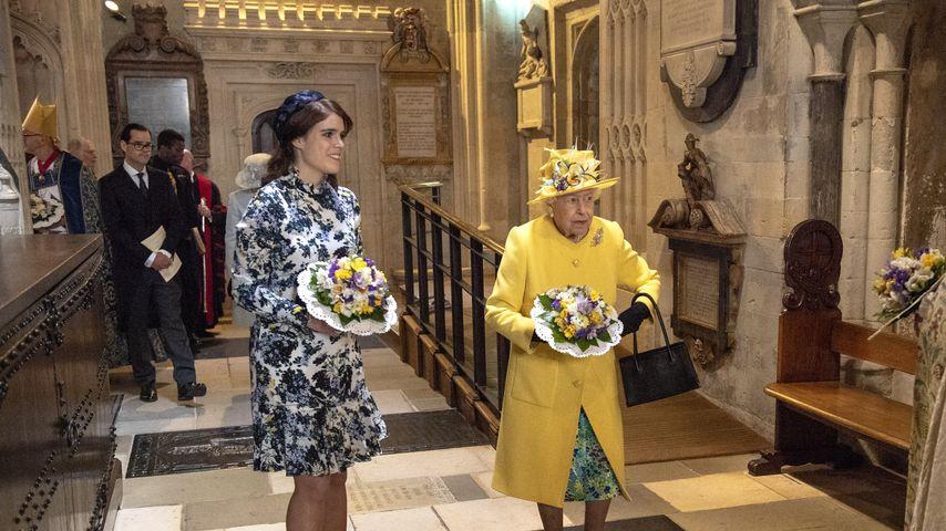 Prinzessin Eugenie und Queen Elizabeth in der St. George's Kapelle am Gründonnerstag 2019