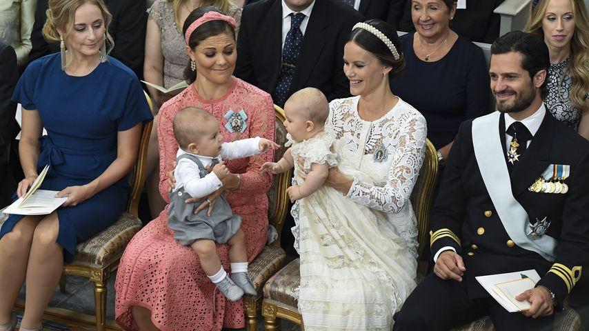Prinz Oscar und Prinz Alexander mit ihren Müttern Prinzessin Victoria und Prinzessin Sofia