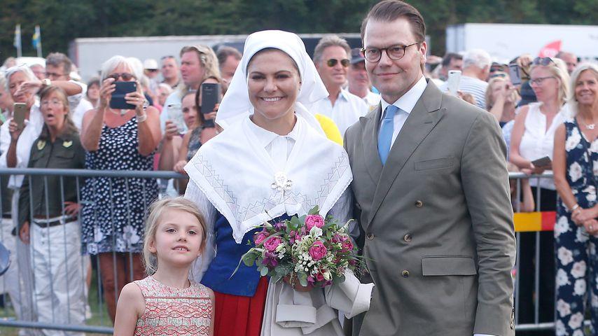 Prinzessin Victoria und Prinz Daniel mit Prinzessin Estelle