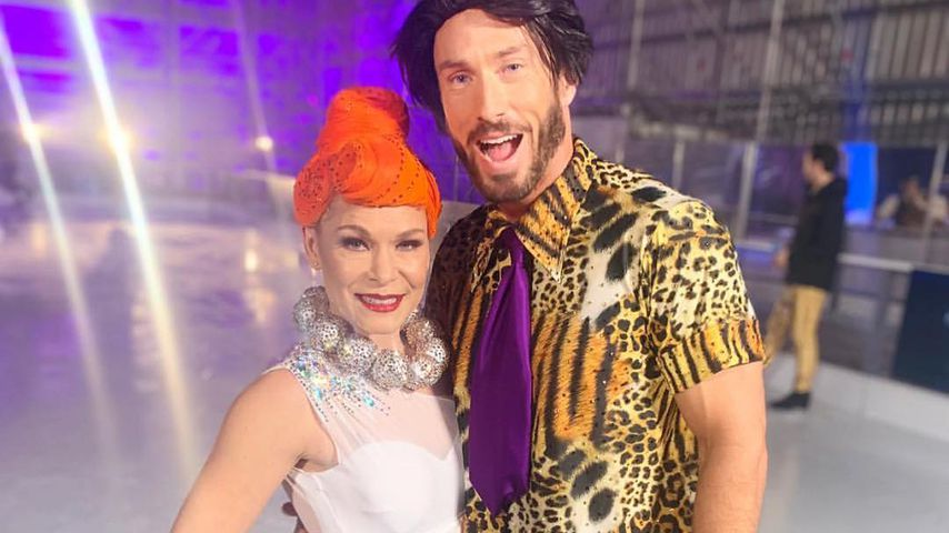 "Profitänzerin Alexandra Schauman und James Jordan bei ""Dancing on Ice"""