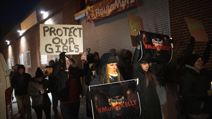 Protestler wollen R. Kelly-Konzerte in Deutschland stoppen
