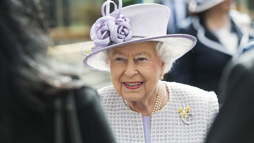 Queen Elizabeth II. bei einem Besuch im ZSL Whipsnade Zoo