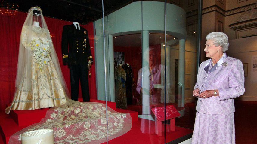 Queen Elizabeth II. und ihr Hochzeitskleid