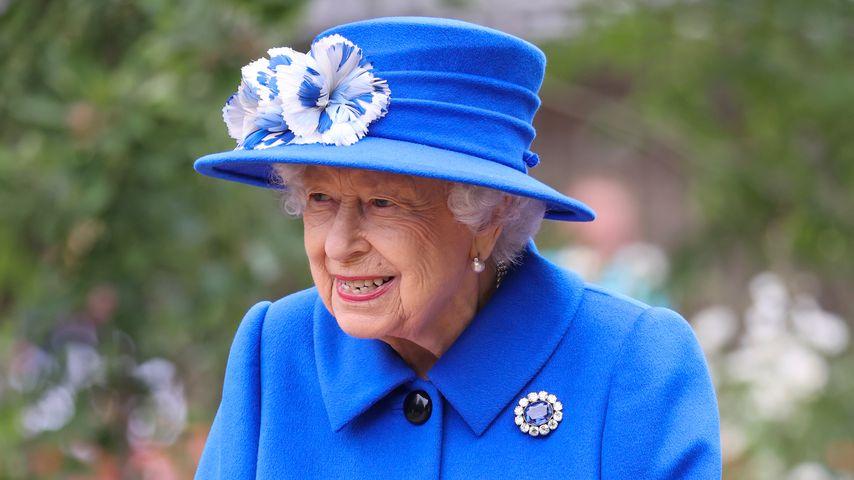 """Heimlicher Fan? Queen besucht Set von """"Coronation Street"""""""
