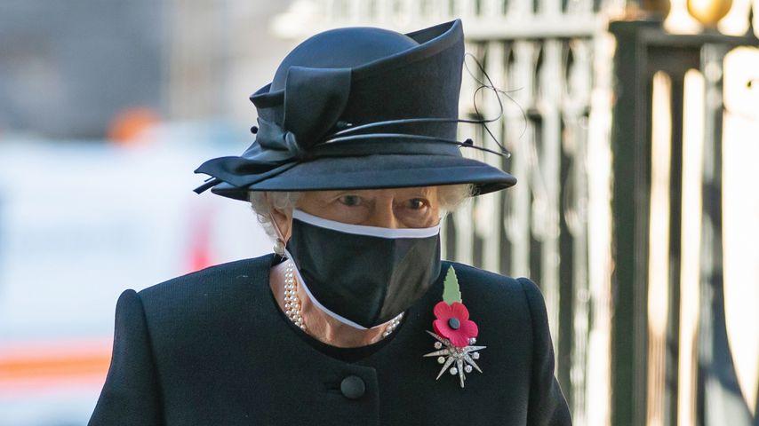 Zum ersten Mal: Queen Elizabeth II. mit Maske unterwegs