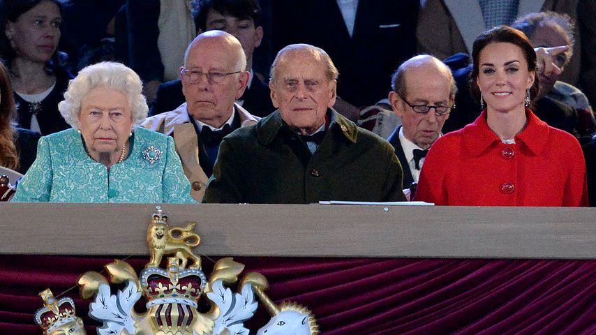 Herzogin Kate, Queen Elizabeth II. und Prinz Philip