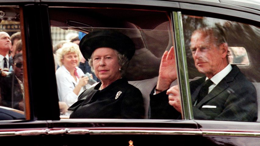 Queen Elizabeth II. und Prinz Philip bei Prinzessin Dianas Beerdigung am 5. September 1997 in London