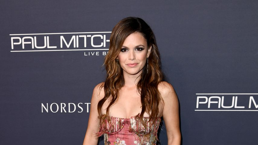 Rachel Bilson bezaubert in blauem Mini-Kleid