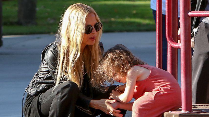 Rachel Zoe mit ihrem Sohn Kaius auf einem Spielplatz in Los Angeles