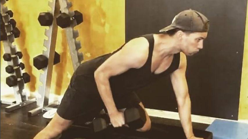 Heißes Morning-Workout! Raúl Richter lässt Muskeln spielen