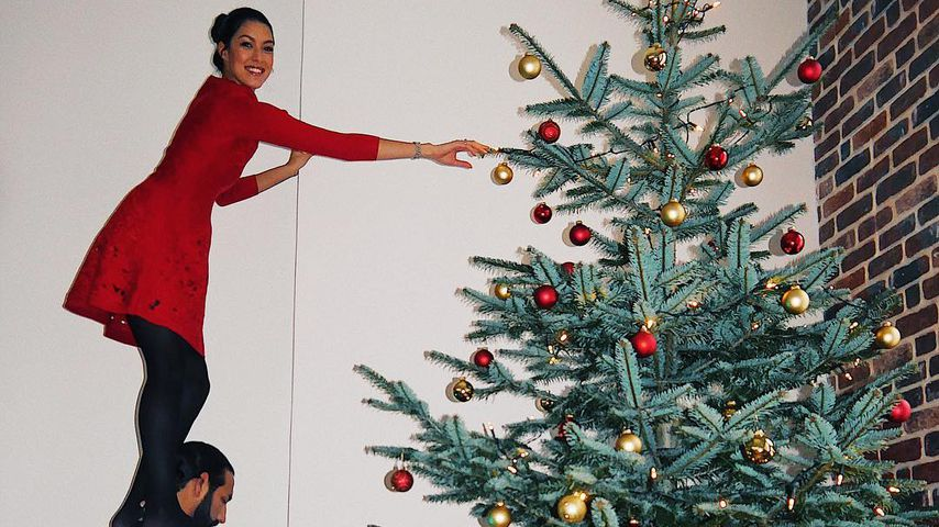 Xmas-Akrobatik: Rebecca & Massimo schmücken XXL-Baum!