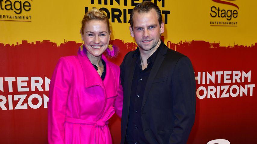 """Rhea Harder-Vennewald mit Ehemann Jörg Vennewald bei der """"Hinterm Horizont""""-Premiere in Hamburg"""