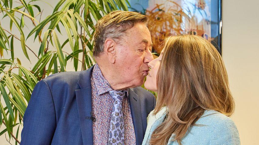 1. Presse-Auftritt: Richard Lugner & Andrea im Kuss-Rausch!