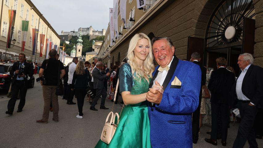 Richard Lugner mit seiner neuen Freundin bei den Salzburger Festspielen 2021